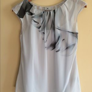 Flowing sleeveless blouse with print on front